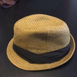 Arden B hat